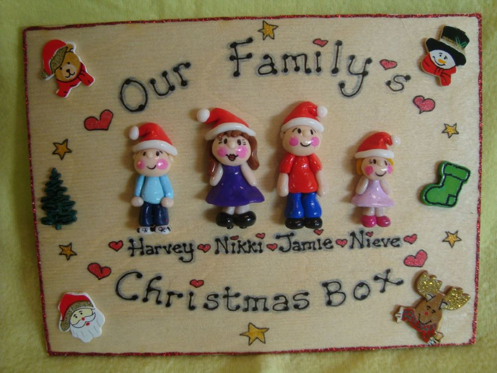 4 CHARACTER LARGE Christmas Themed FAMILY SIGN 8x6 inches PLAQUE PEOPLE PETS ANY PHRASING UNIQUE GIFT